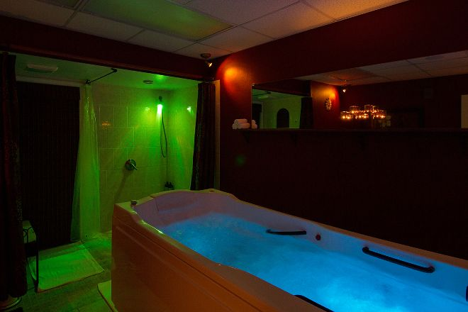 Paradise Spa, Treasure Island, United States